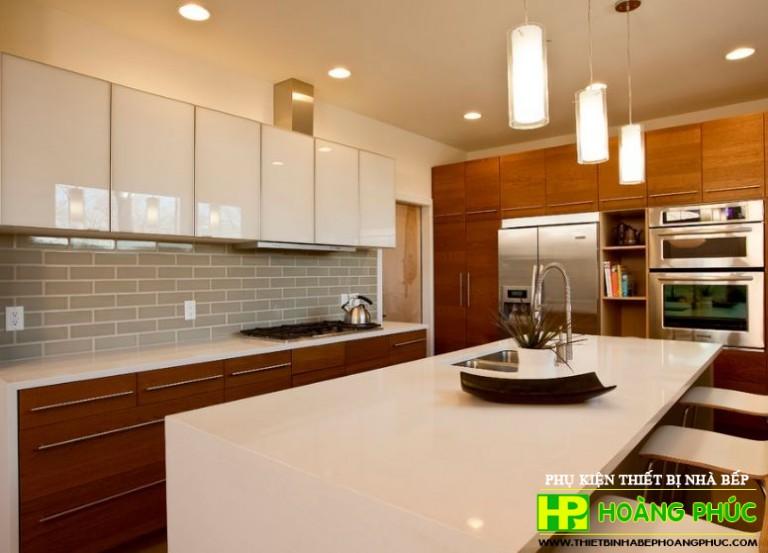 Tủ bếp thanh mảnh, nhỏ gọn là giải pháp chống nóng hiệu quả trong mùa hè này